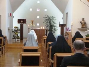 Bei der Anbetung in der Kapelle des Schwesternwohnheimes
